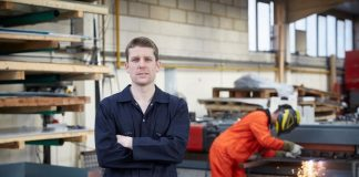 What is the role of manufacturing engineer?