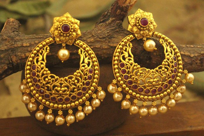 gold earrings in dubai